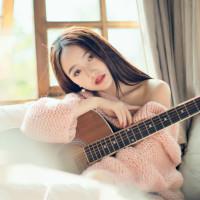 弹吉他的小阿花